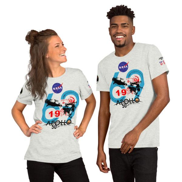 Unique ce t-shirt de la série Nasa Apollo vous démarquera par son visuel imiter de face et sur les manche sur la célèbre mission Apollo 11